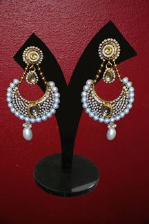Picture of White gold earring giving beautiful look