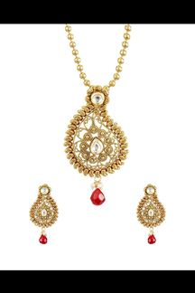 Picture of Paisley shaped gold pendant set