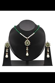 Picture of Stylish green delicate pendant set