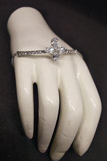 Picture of Scintillating silver color designer bracelet