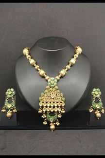 Picture of Fetching green designer necklace set