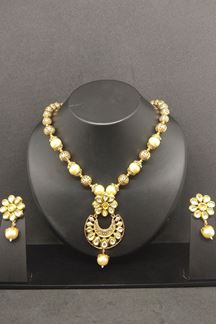 Picture of Graceful cream, gold plated necklace set