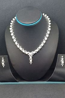 Picture of Astounding rhodium plated necklace set