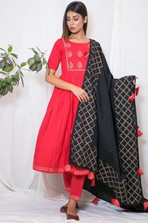 Picture of Sizzling red edgy suit with black dupatta