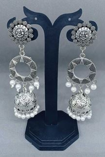 Picture of Flattering grey color designer earrings