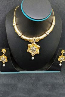 Picture of Classic gold plated designer necklace set