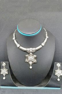 Picture of Gorgeous silver color fancy necklace set