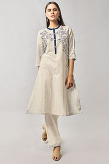 Picture of Fetching ivory designer suit with buttons