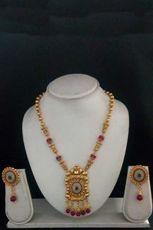 Picture of Cherry pink & green color designer necklace set with pearls