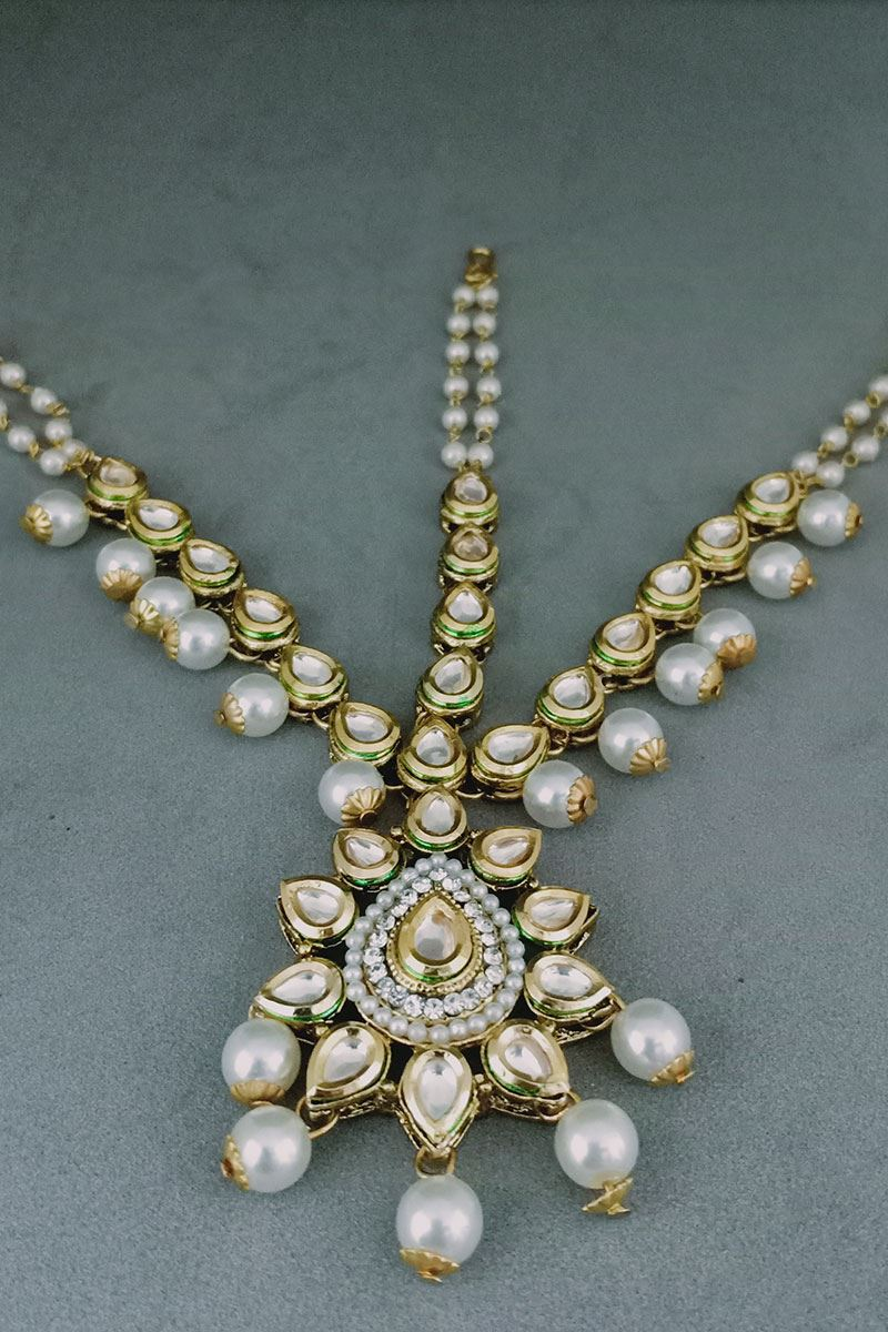 Arresting Bridal Maang Tikka With Pearls And Diamonds