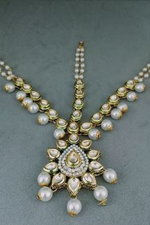 Picture of Arresting Bridal Maang Tikka with Pearls and Diamonds