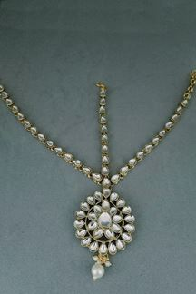Picture of Kundan Meenakari Bridal Pearls Maang Tikka