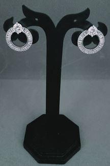Picture of Elaborate Round Shape Single Stone