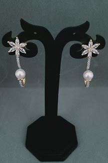 Picture of Atypical Diamond Earrings With Floral Design