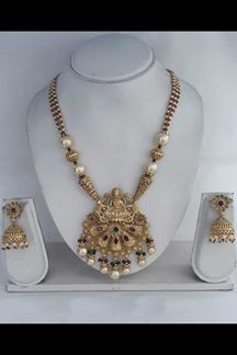 Picture of Gorgeous Temple Pendant Set in Fresh Artifical Pearls