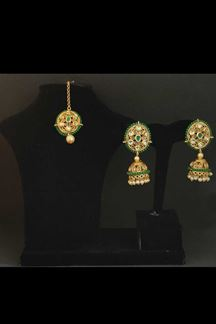 Picture of Edgy Gold & Green Stone Designer Jumki Earring With Maang Tikka