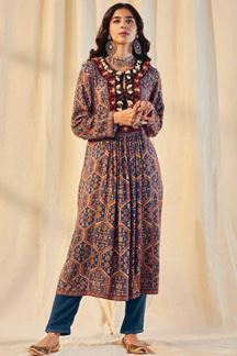 Picture of Blue Colored Kurti Set Designed In Pashmina