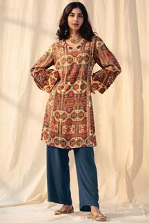 Picture of Shahmina Multi-Colored Kurti Set Designed In Pashmina