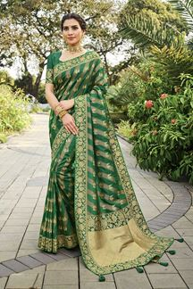 Picture of Arresting Green Colored Festive Wear Silk Saree With Tassels