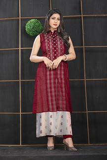 Picture of Exclusivity Maroon Colored Partwear Kurti